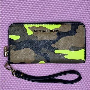 Micheal Kors Camo wallet